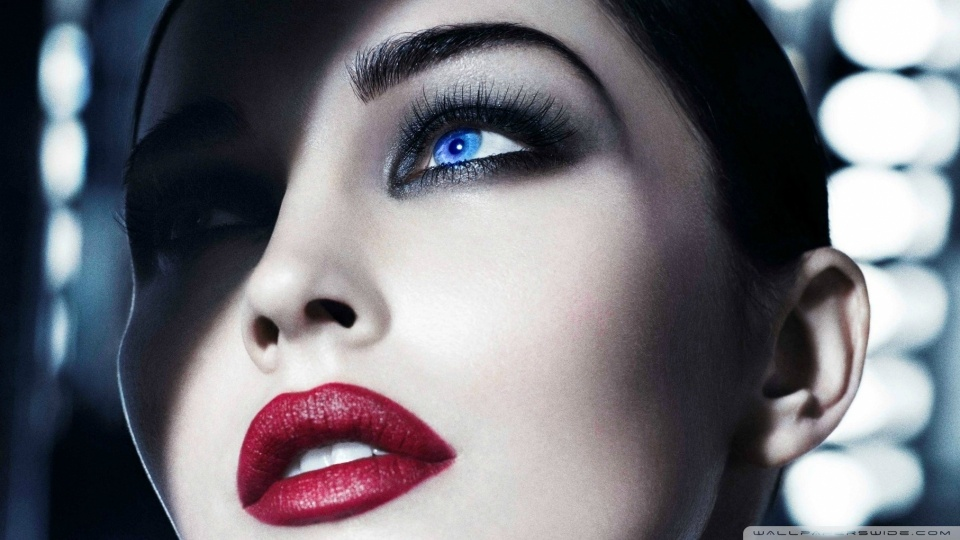 red_lips_and_smoky_eyes-wallpaper-960x540