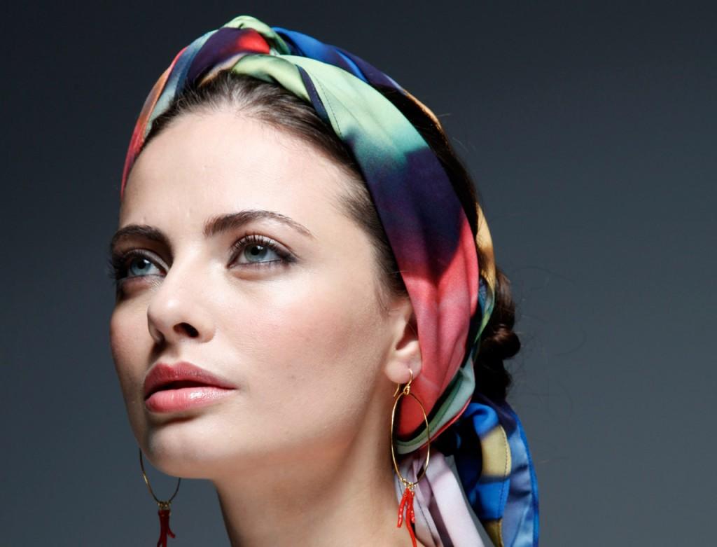 astuces pour bien porter son foulard le salon de la beaut. Black Bedroom Furniture Sets. Home Design Ideas